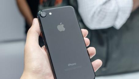 iPhone 7 hạ giá còn 17 triệu đồng hút khách