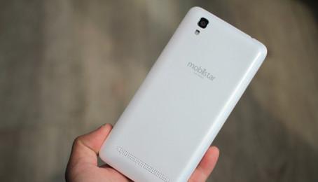 Smartphone kiêm sạc dựng phòng giá chỉ 2,8 triệu đồng