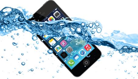iPhone 5 cũ rơi xuống nước: Nên làm gì lúc này?