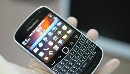 BlackBerry Bold 9900 thiết kế sang trọng cổ điển