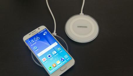 Samsung Galaxy S6 cũ có dễ bị chai nếu sạc sai hay không?