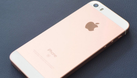Hướng dẫn sửa lỗi điện thoại iPhone SE không sạc được pin