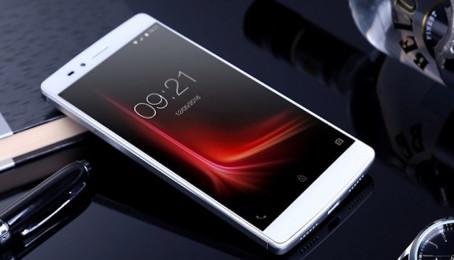Phablet màn hình IZGO, RAM 4 GB, camera Samsung 16 MP có giá rẻ khó tin