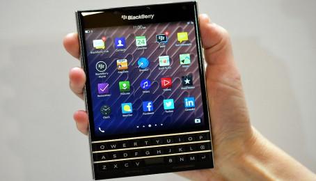 Giải mã Blackberry Passport đang sốt tại Hà Nội
