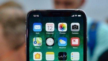 Mua iPhone X ở Nga phải mời cả cảnh sát đến