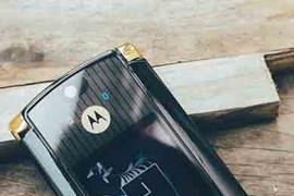 Nhiều hãng đang sản xuất lại điện thoại nắp gập tấn công thị trường