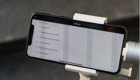 Trên tay gimbal ( Gậy chống rung ) cho điện thoại của Xiaomi