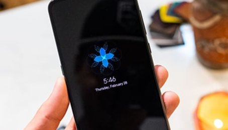 Mở hộp Xiaomi Mi 9: Mạnh và đẹp đập chất Samsung Galaxy S10+