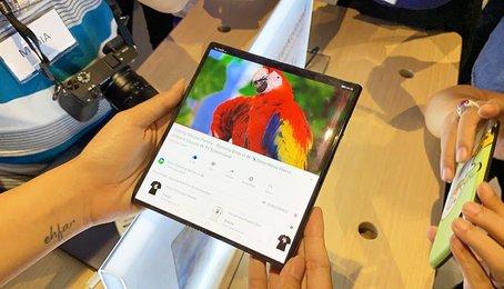 Trên tay nhanh Huawei Mate X tại Việt Nam: Smartphone gập với công nghệ 5G