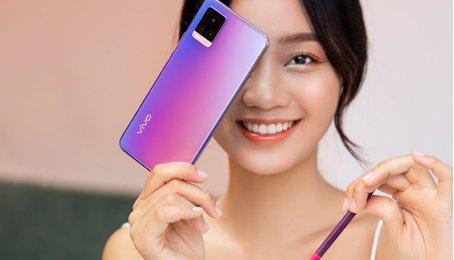 Tâm điểm ánh nhìn chính là chiếc điện thoại vivo mới nhất V20