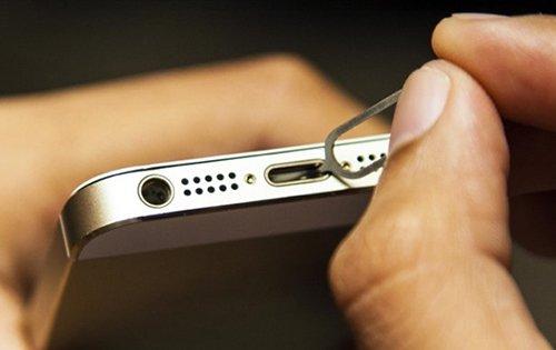 kiểm tra cổng sạc lingtning iphone sạc không lên phần trăm pin